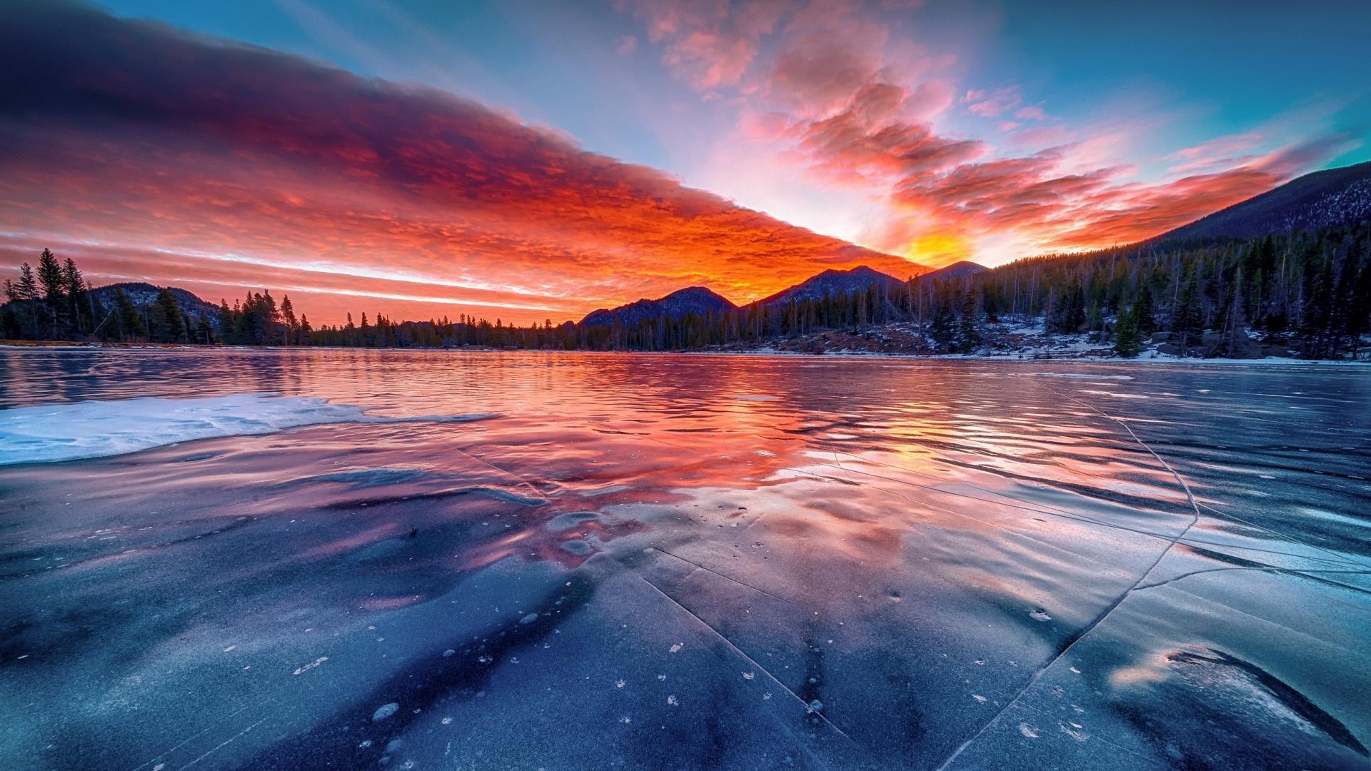Frozen lake at sunset wallpaper
