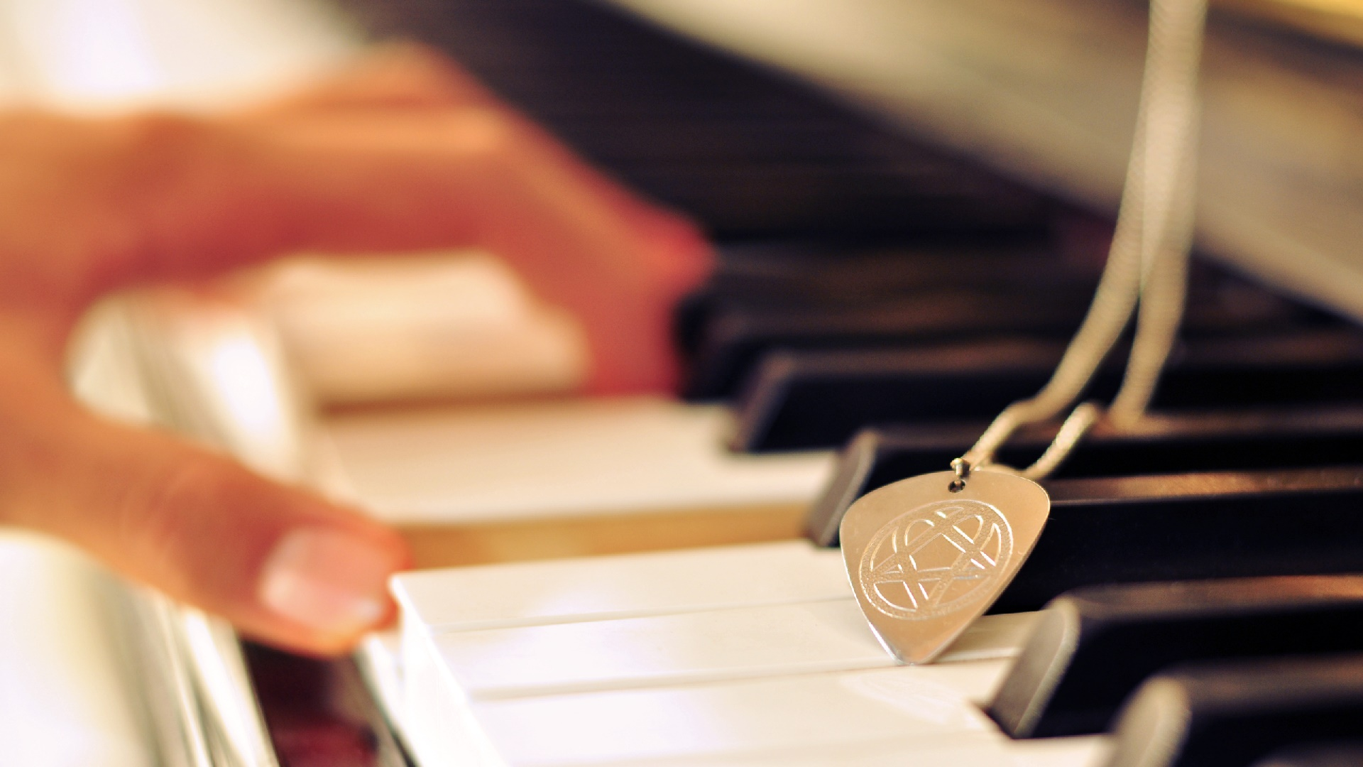 Necklace with pendant on the piano wallpaper