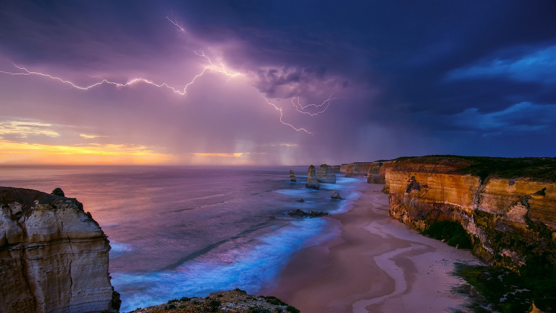 Lightning above the The Twelve Apostles (Australia) wallpaper