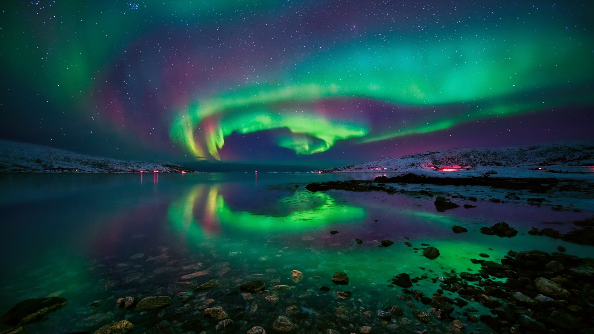 Northern lights in Tromso (Norway) wallpaper