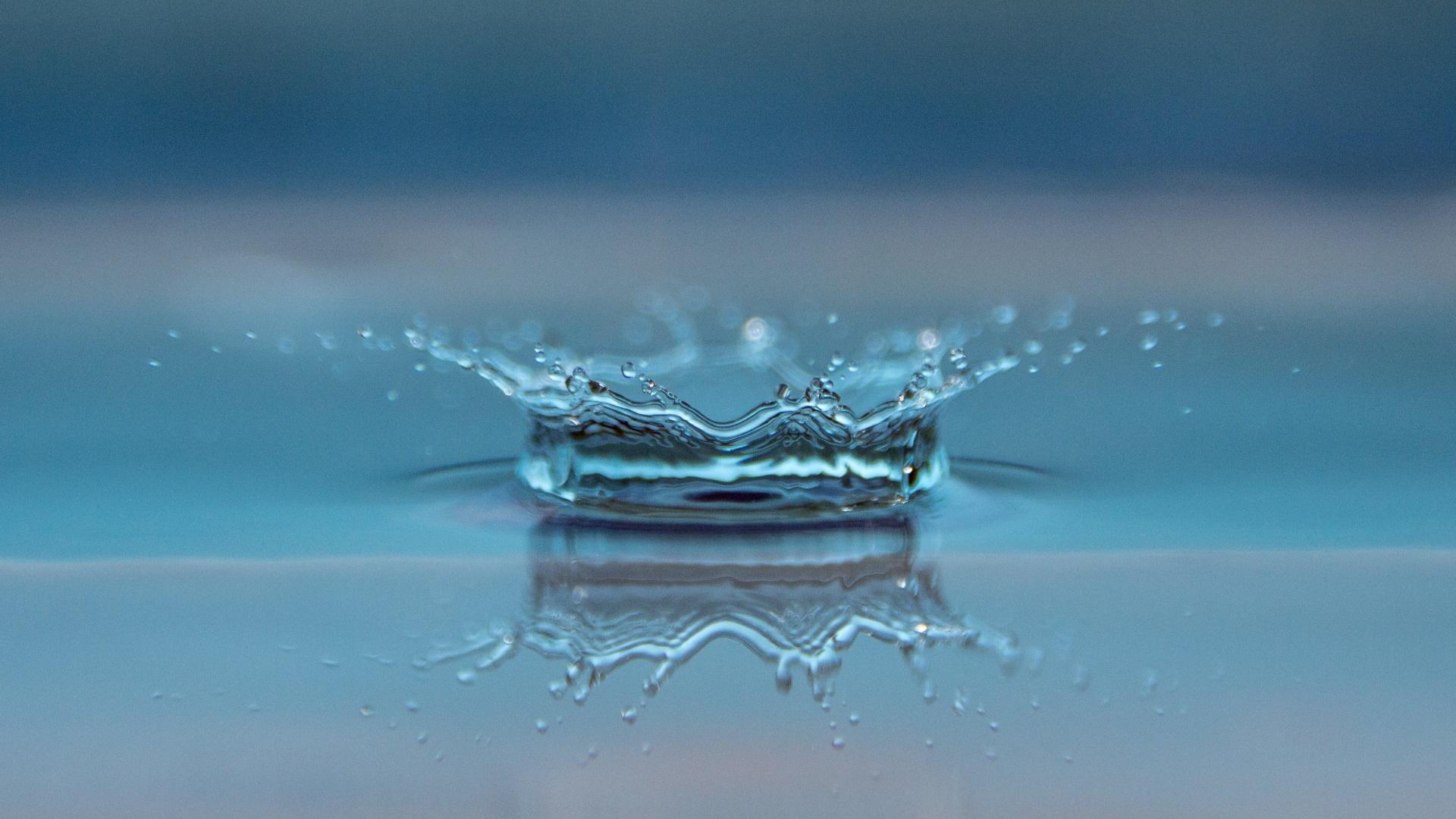 Big Drop Splash wallpaper