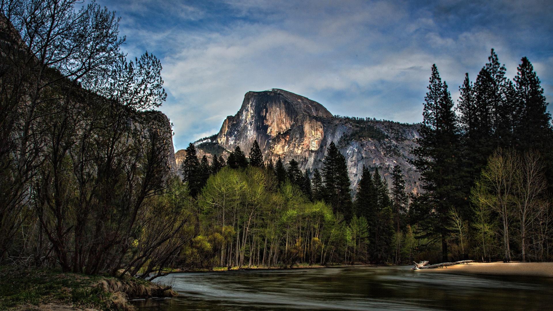 Merced River and Half Dome (Yosemite National Park) wallpaper