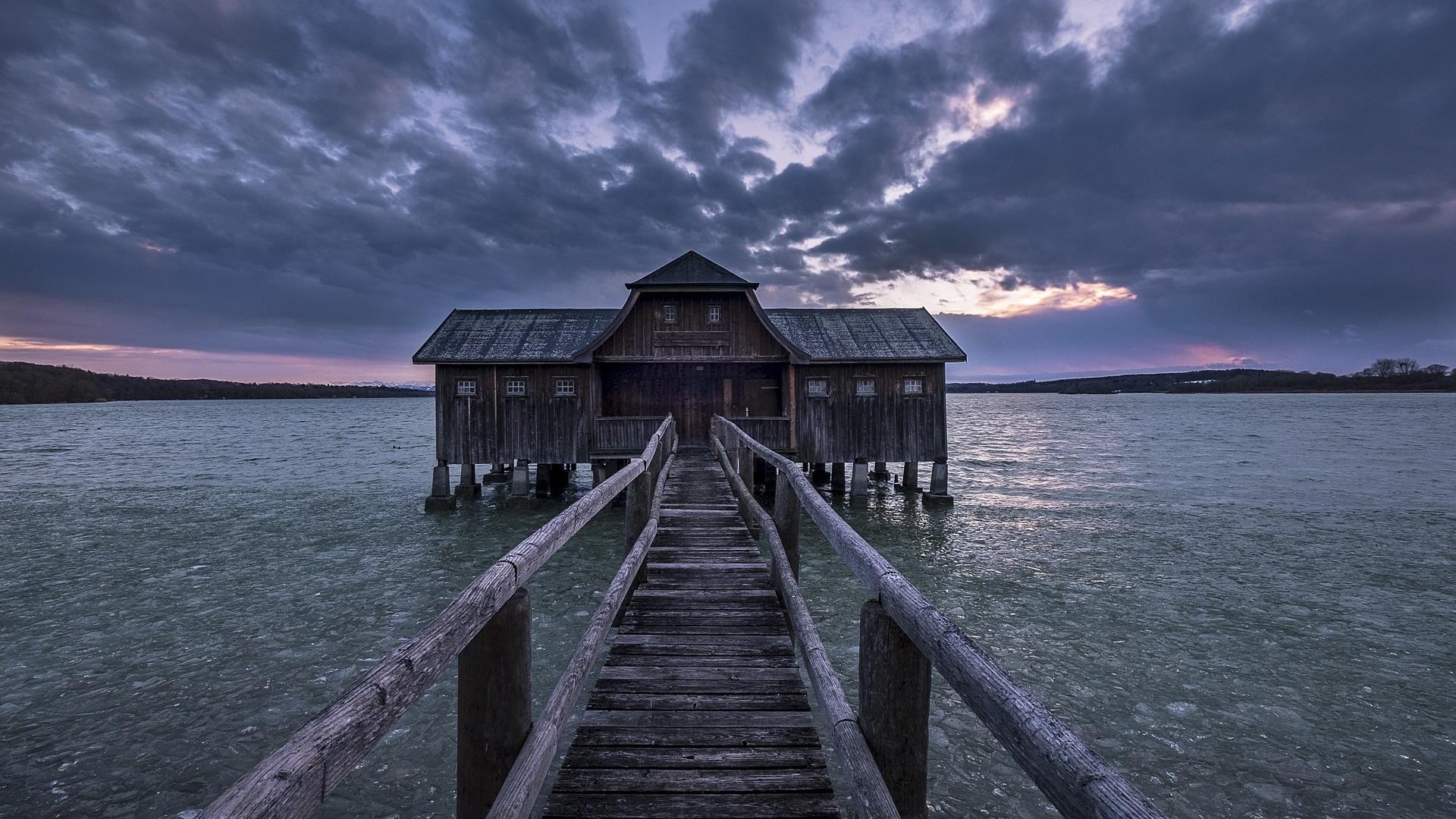 Boathouse on Lake Ammerse wallpaper