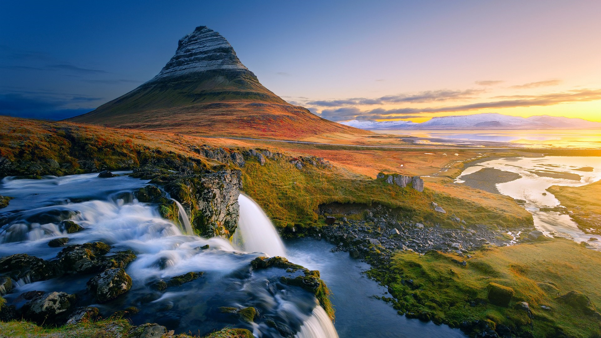 Kirkjufell (Iceland) wallpaper