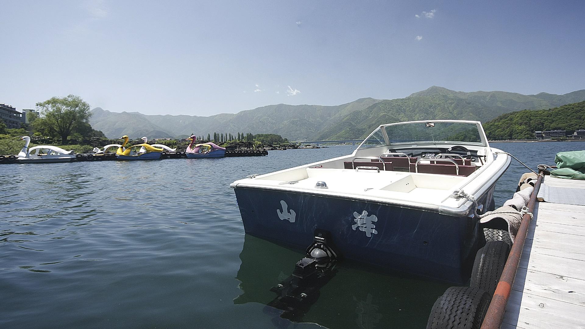 boat in lake  wallpaper