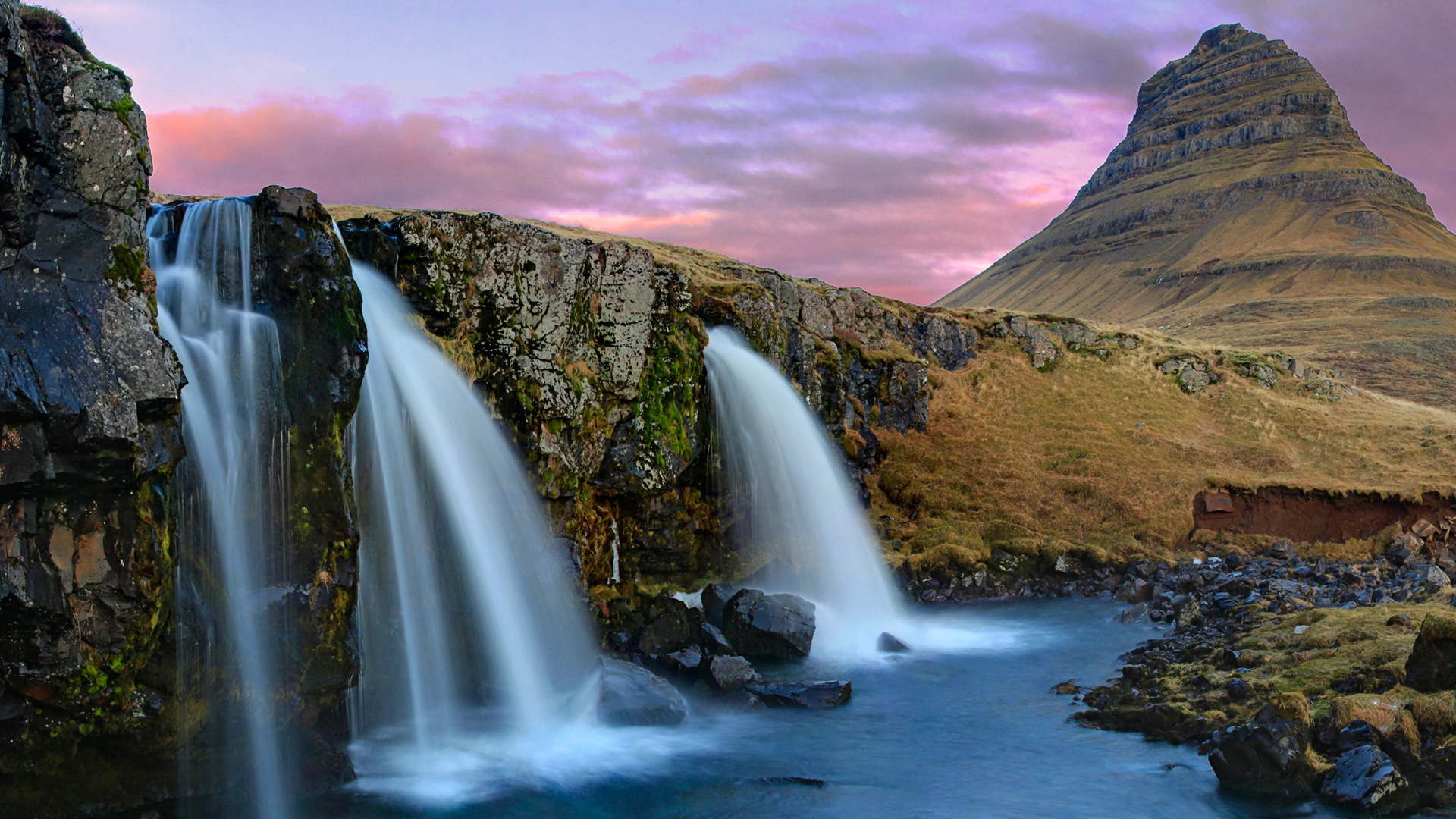 Kirkjufell Mountain and waterfall wallpaper