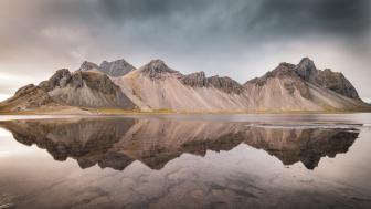 Vestrahorn Mountains reflection wallpaper
