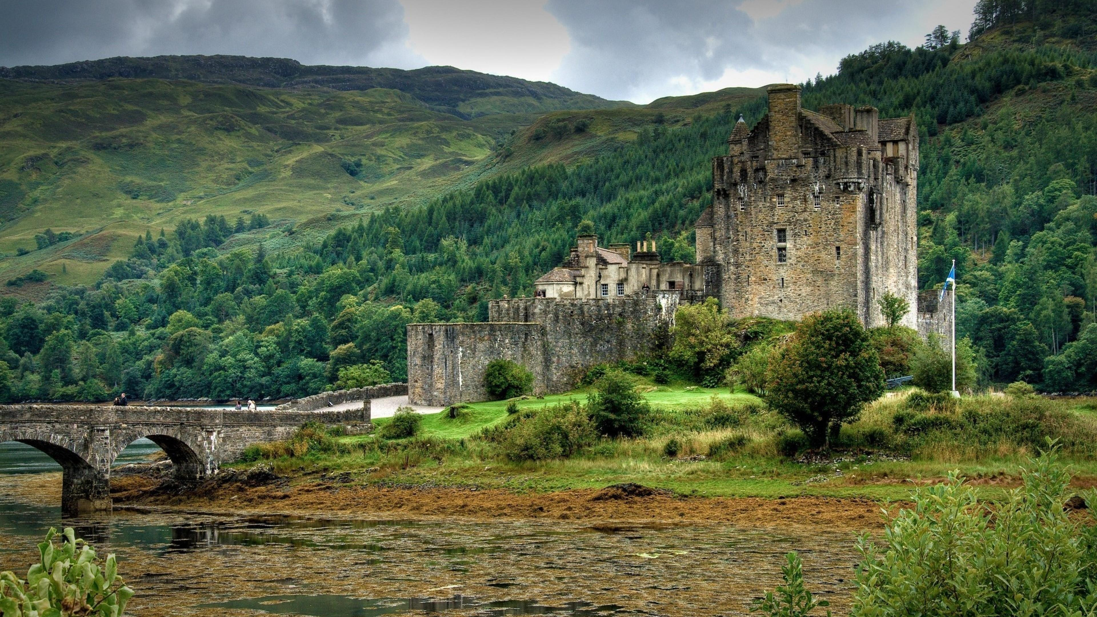 Eilean Donan Castle in Scotland wallpaper