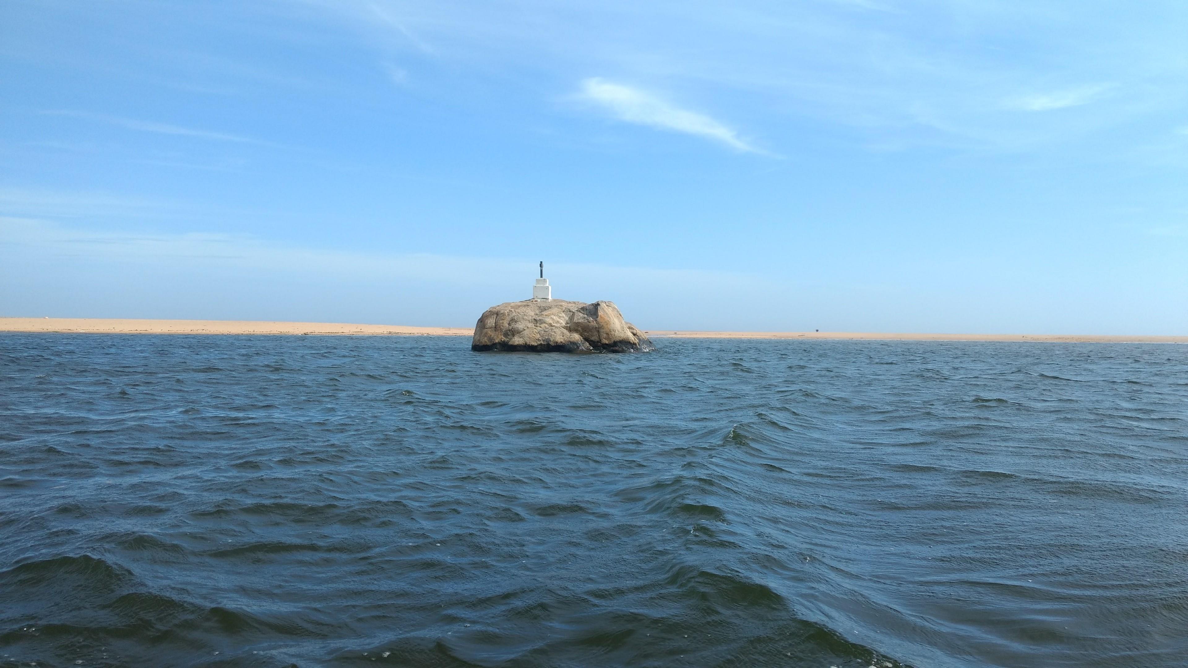Elephant Rock in Poovar Lake, Kerala wallpaper