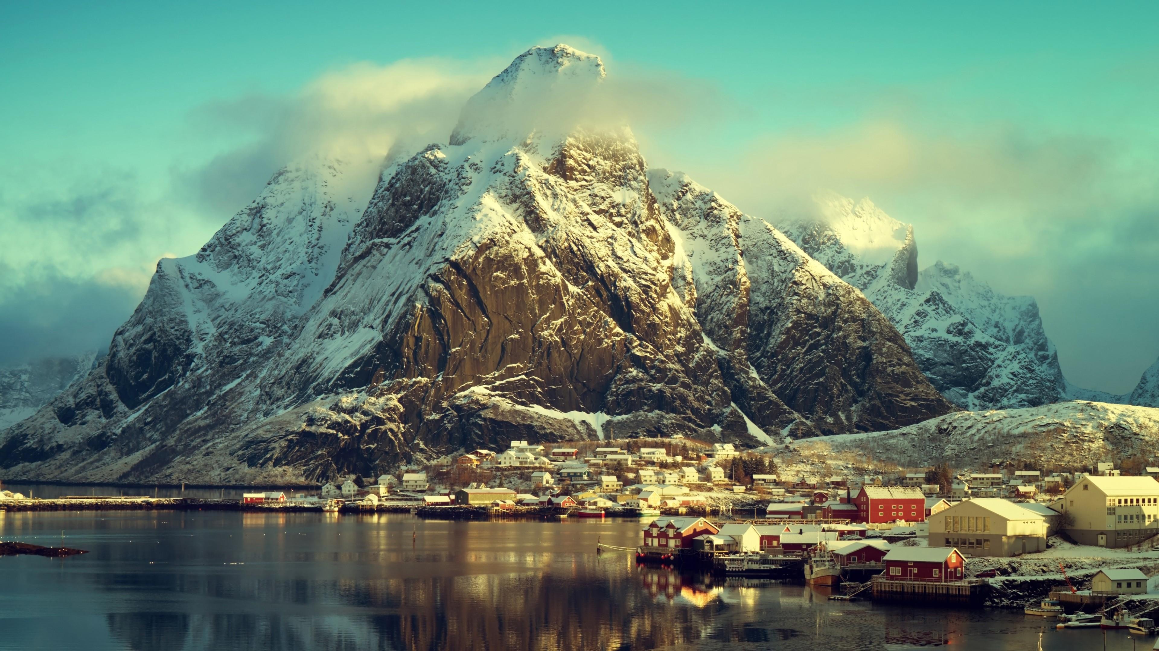 Small Fishing village in Norway - Reine wallpaper