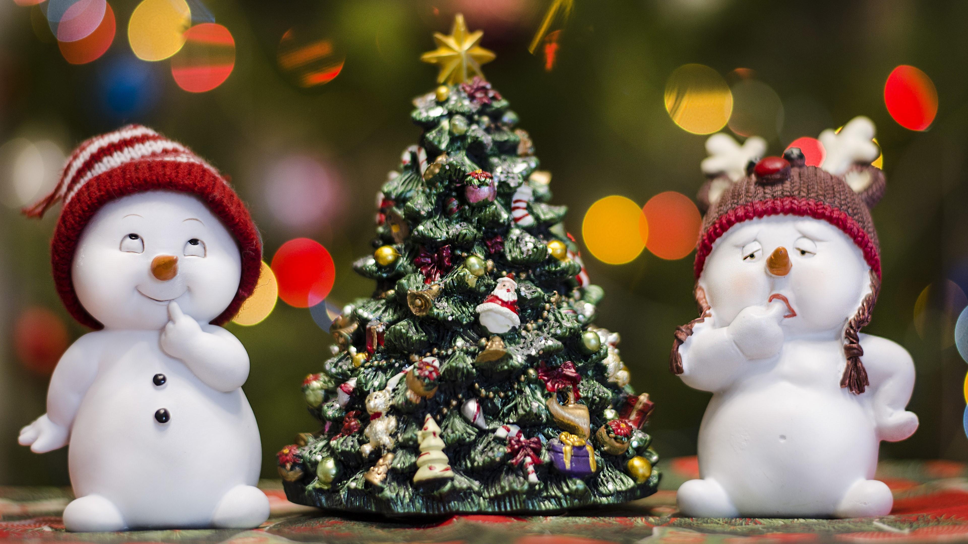Snowmen and Christmas tree wallpaper
