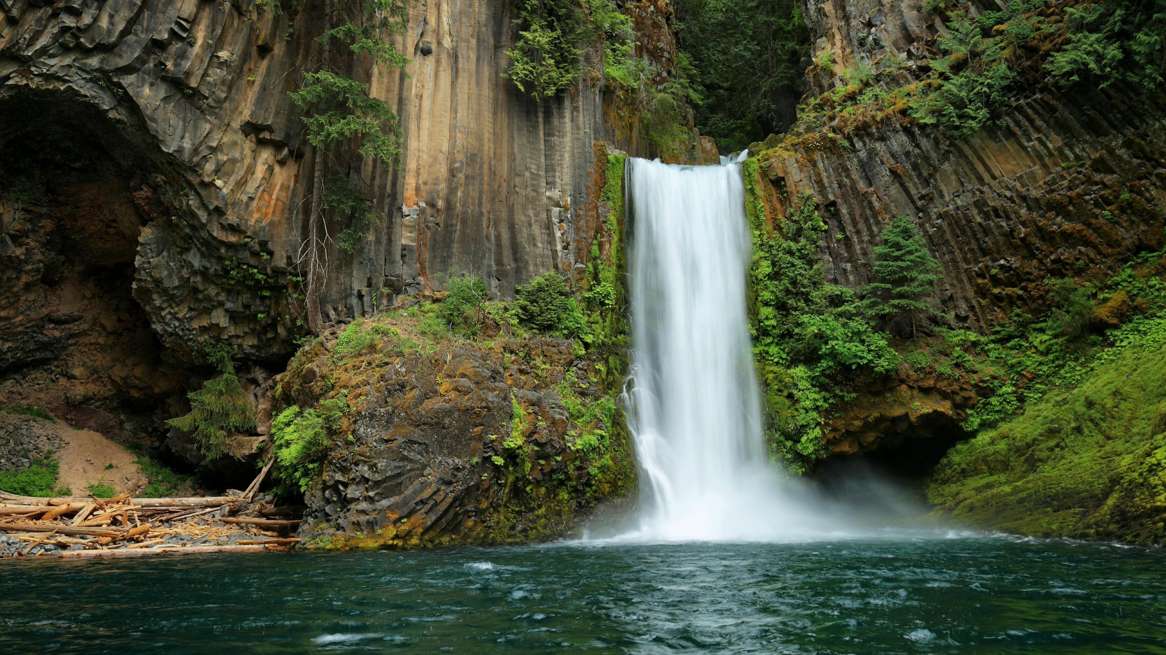 Toketee Falls on the North Umpqua River wallpaper