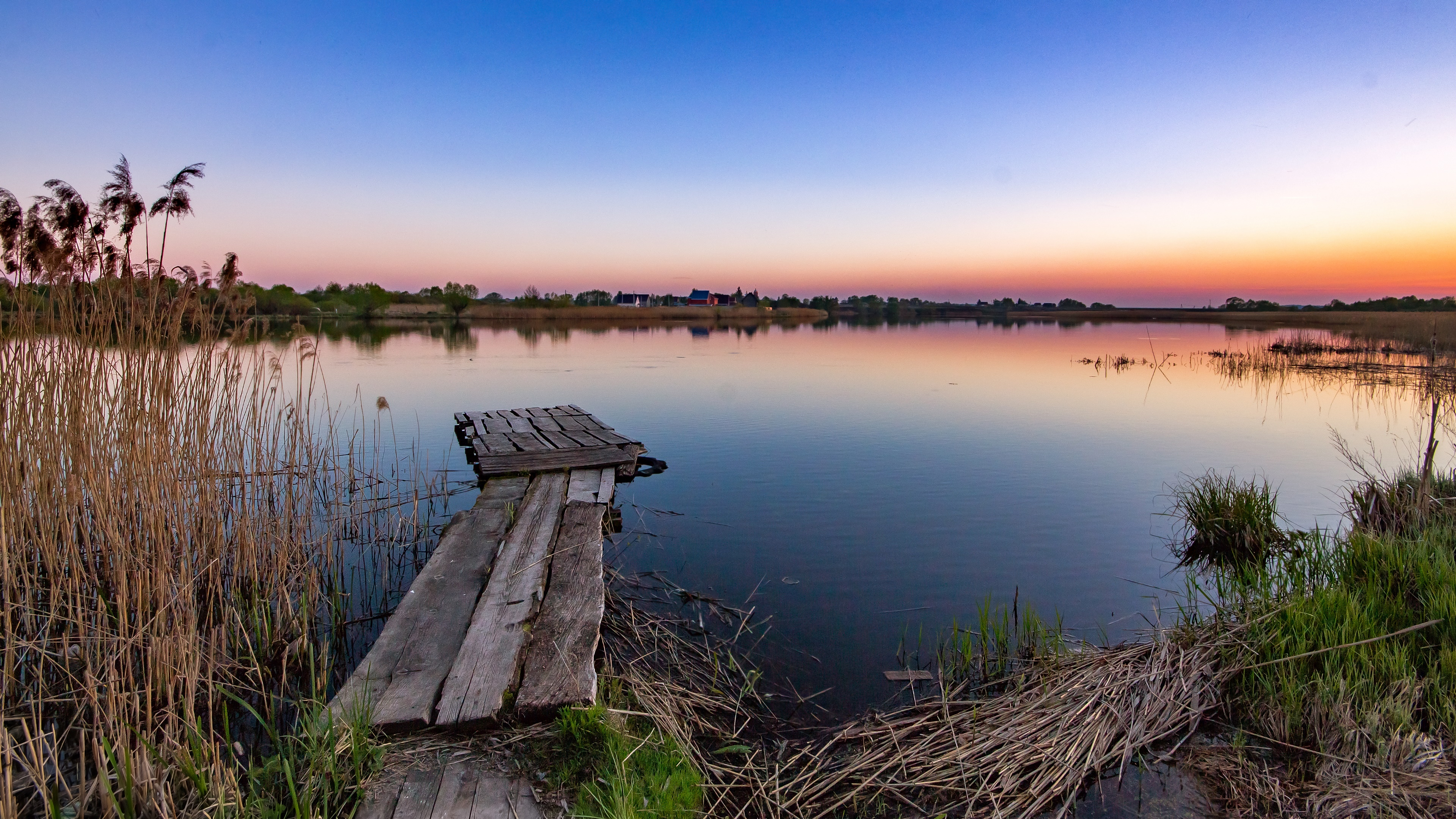 Old pier in Pronya River (Russia) wallpaper