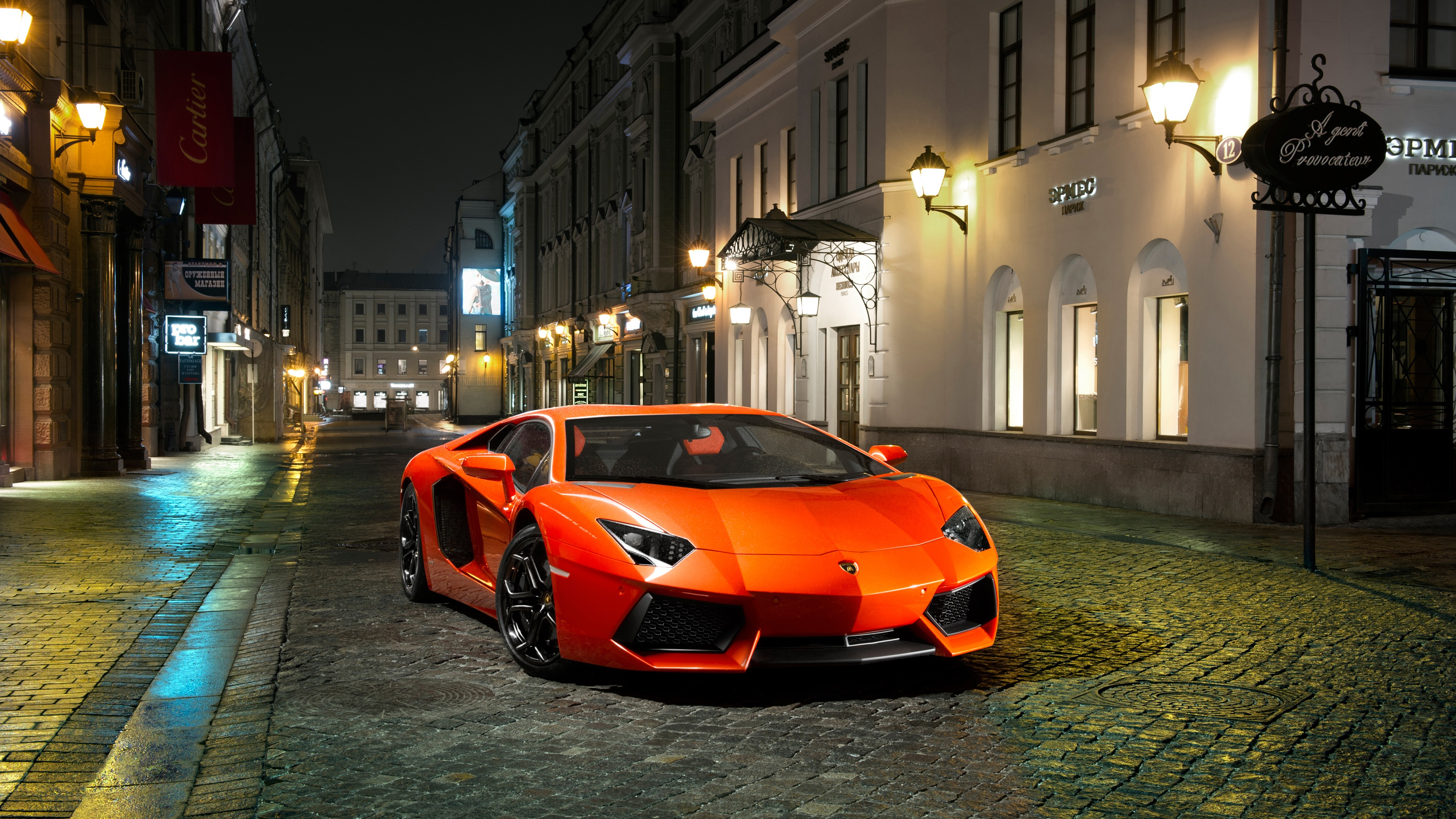 Lamborghini in a night street wallpaper