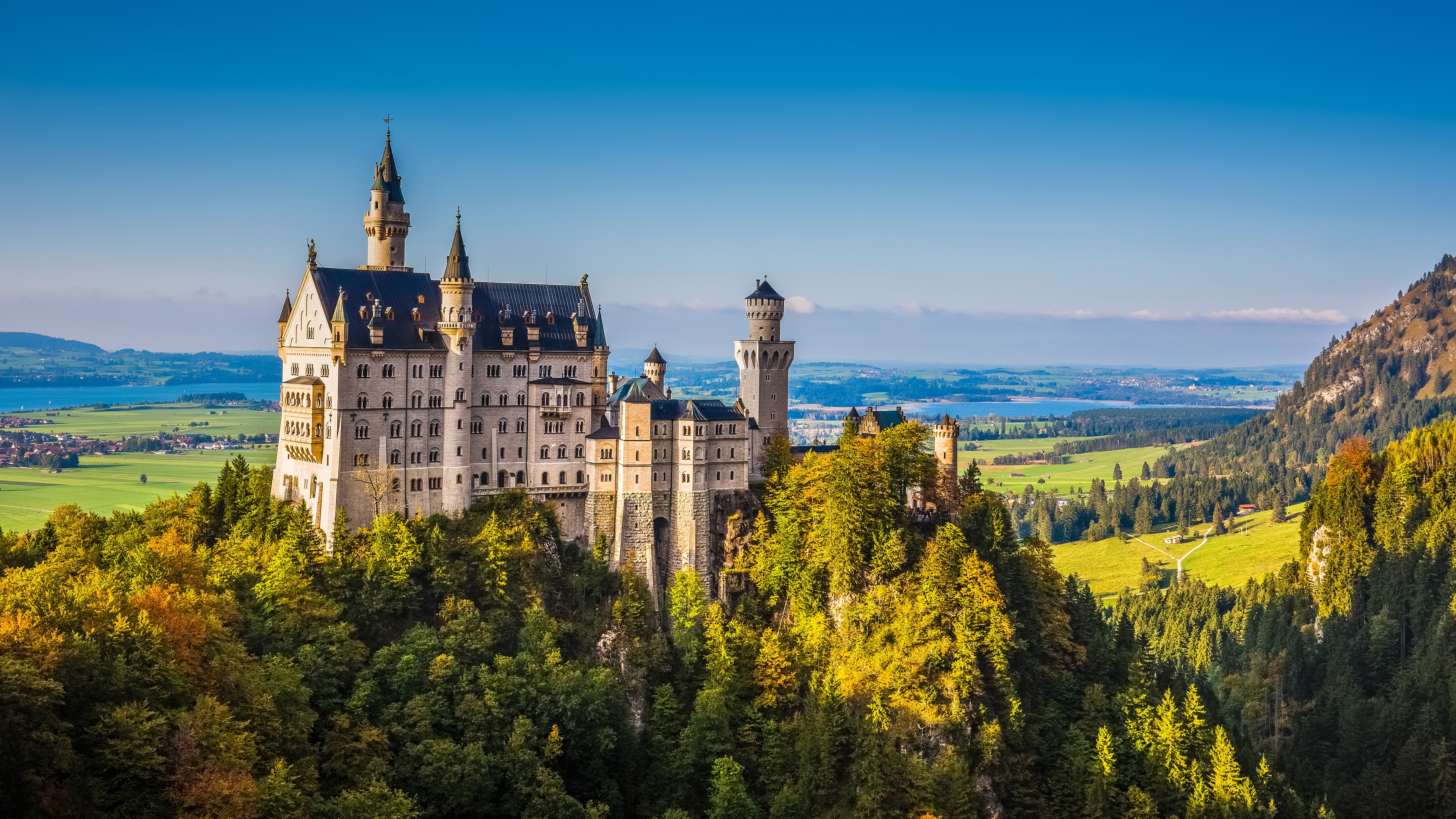 Bavarian Neuschwanstein Castle wallpaper