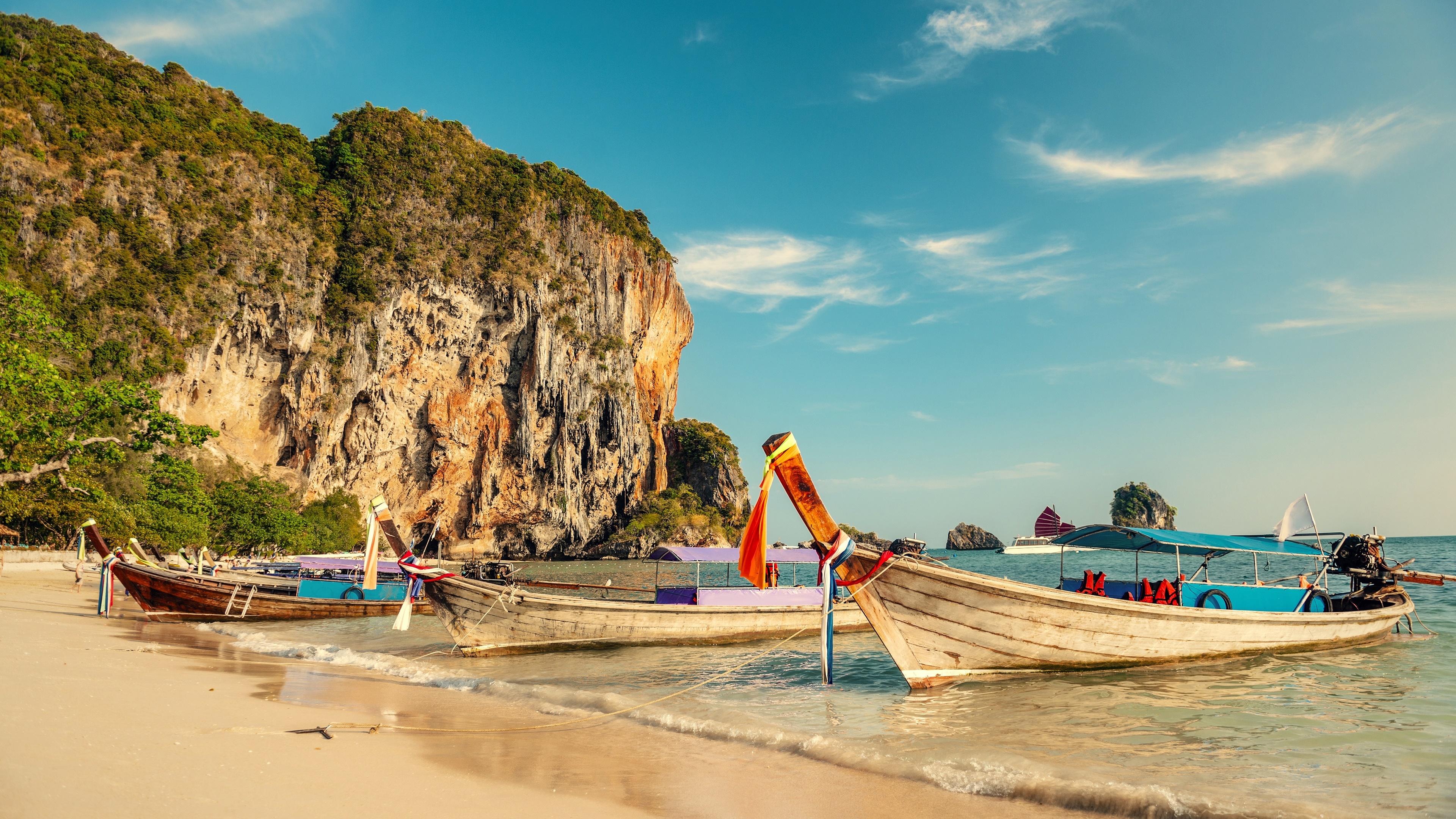 Boats on Railay Beach (Thailand) wallpaper