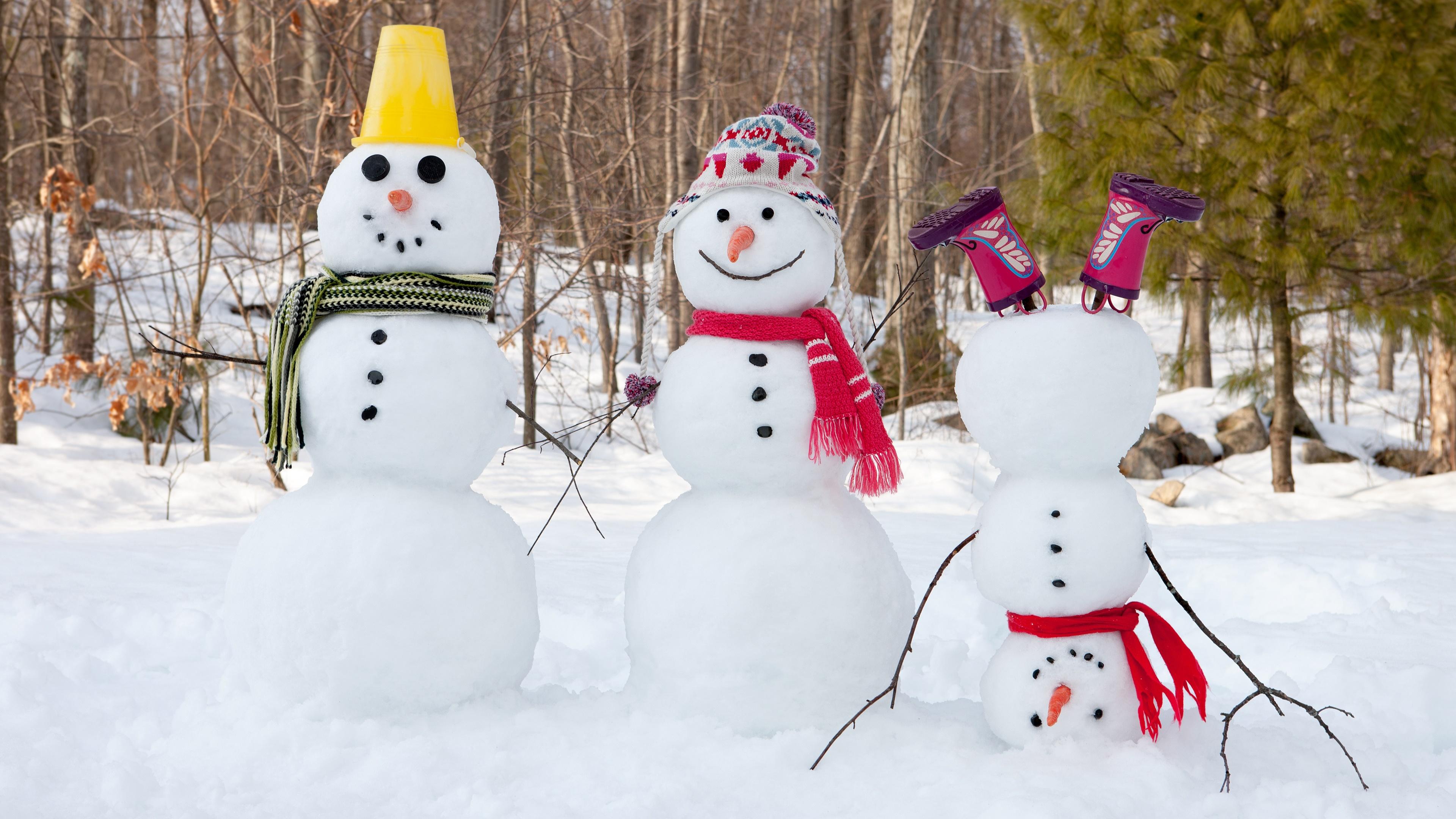 Funny snowmen wallpaper