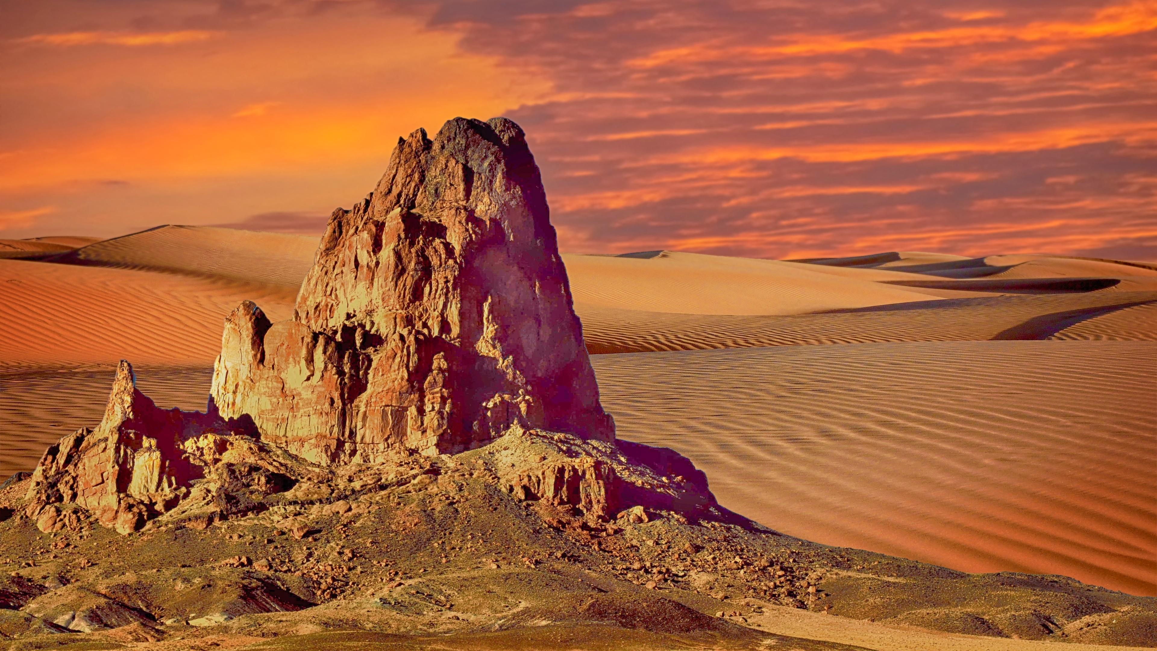 Rock in the desert wallpaper