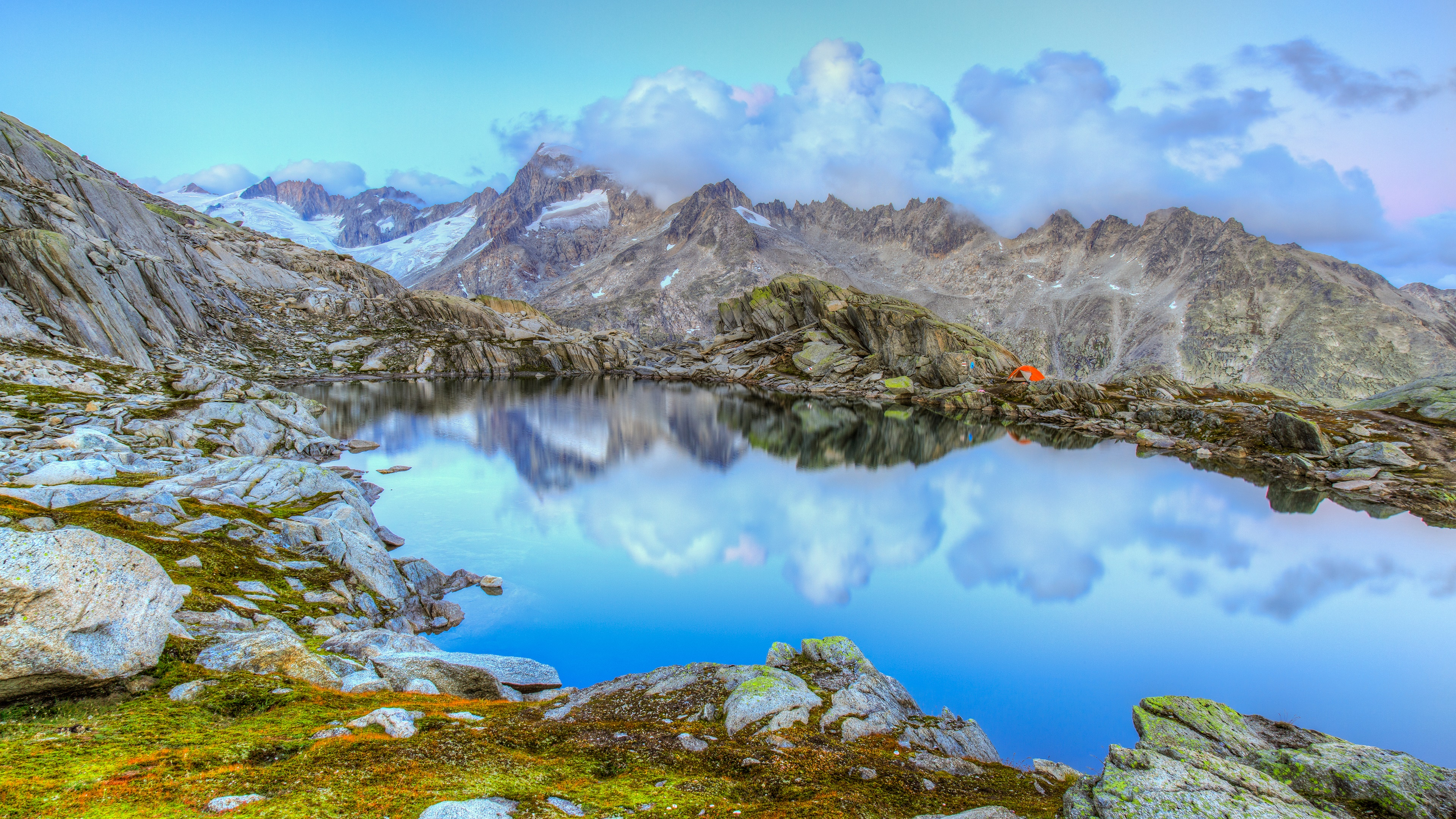 Pond in mountains wallpaper