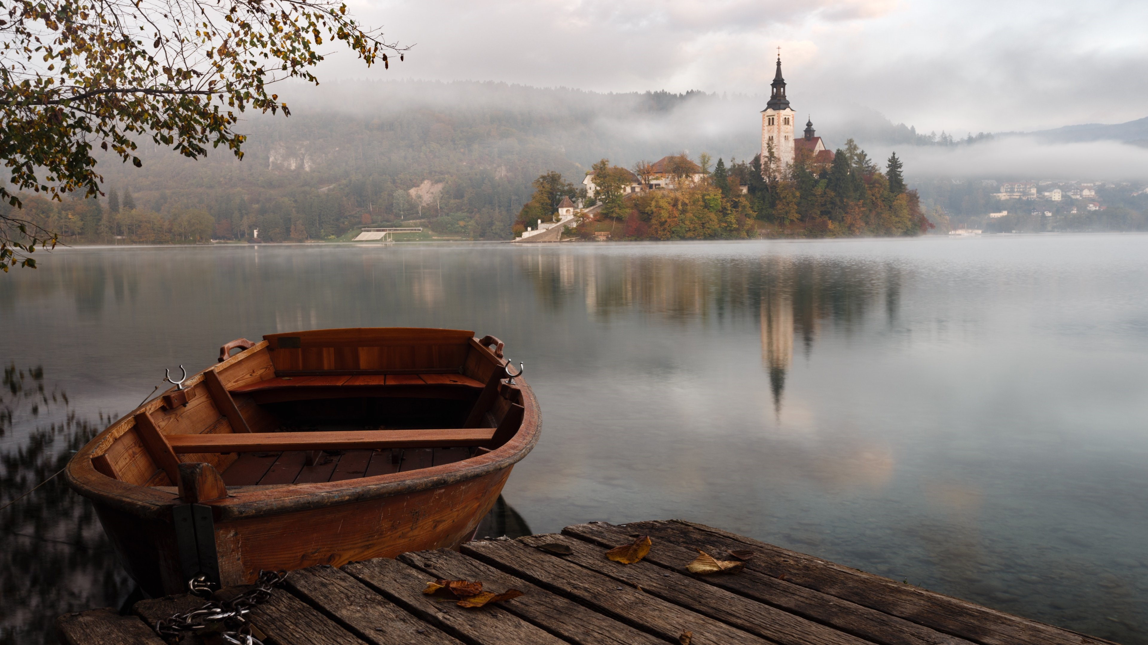 Boat on Lake Bled wallpaper