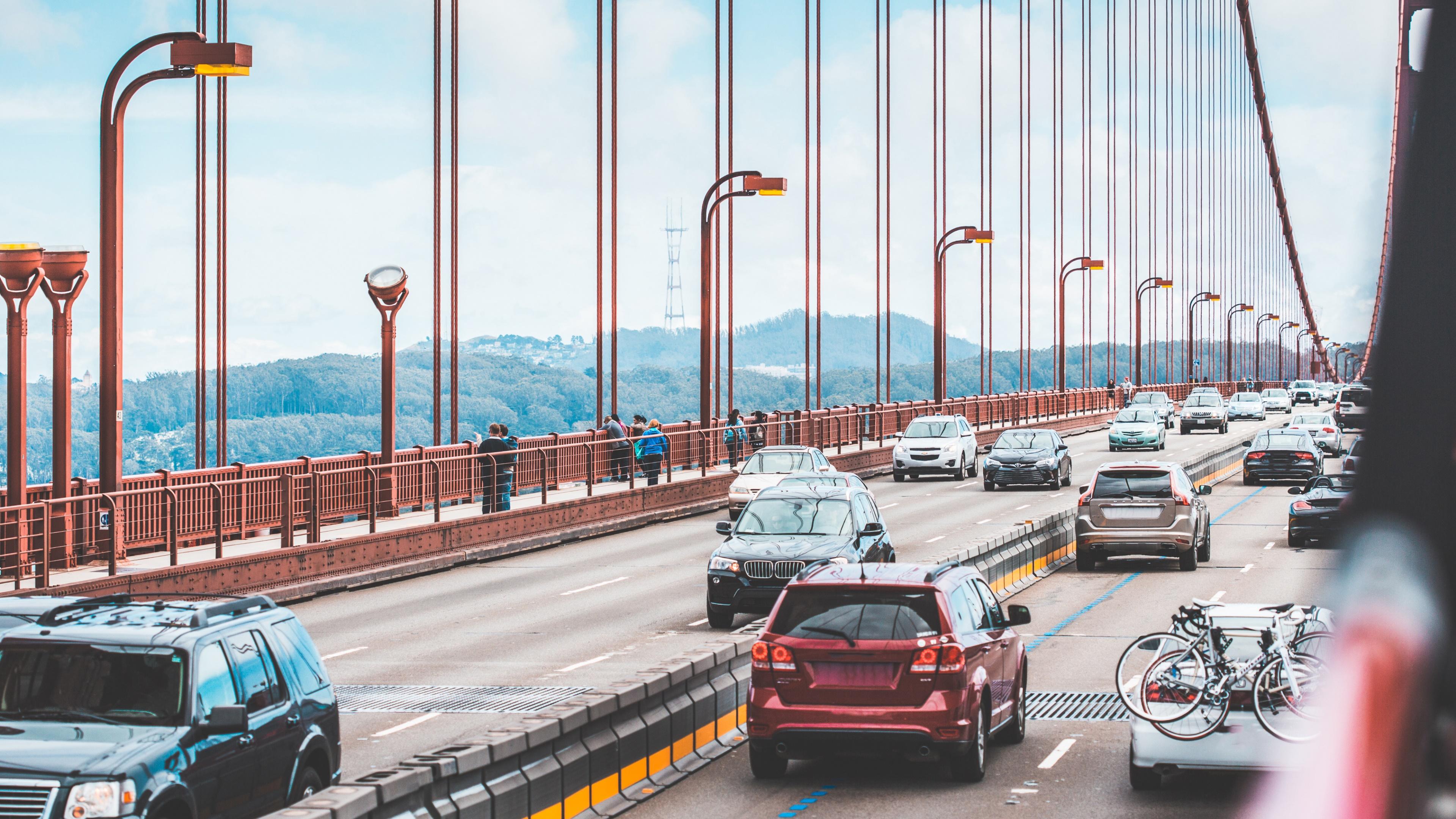 Driving acros the Golden Gate Bridge wallpaper