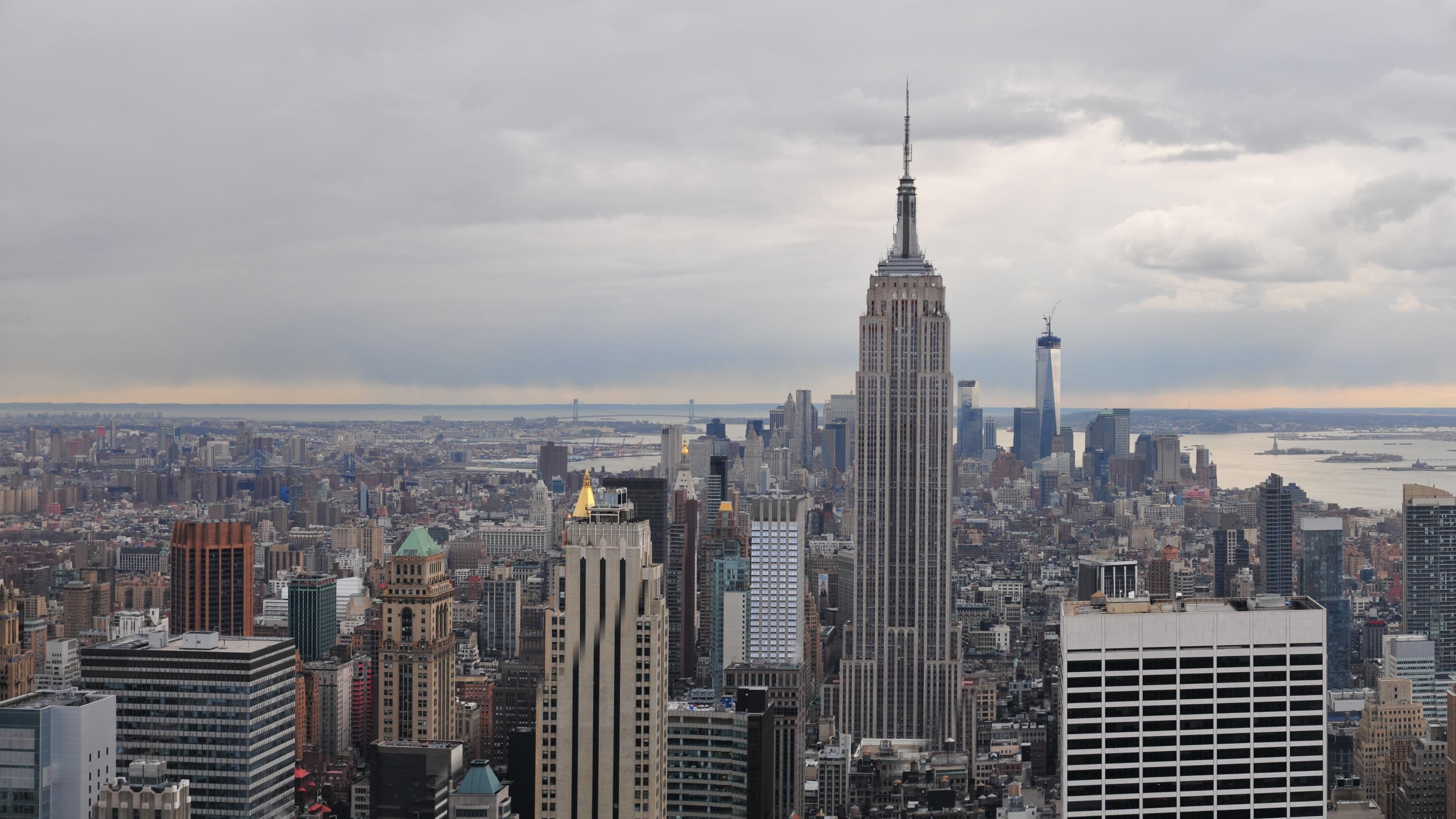 Manhattan & The Empire State Building wallpaper