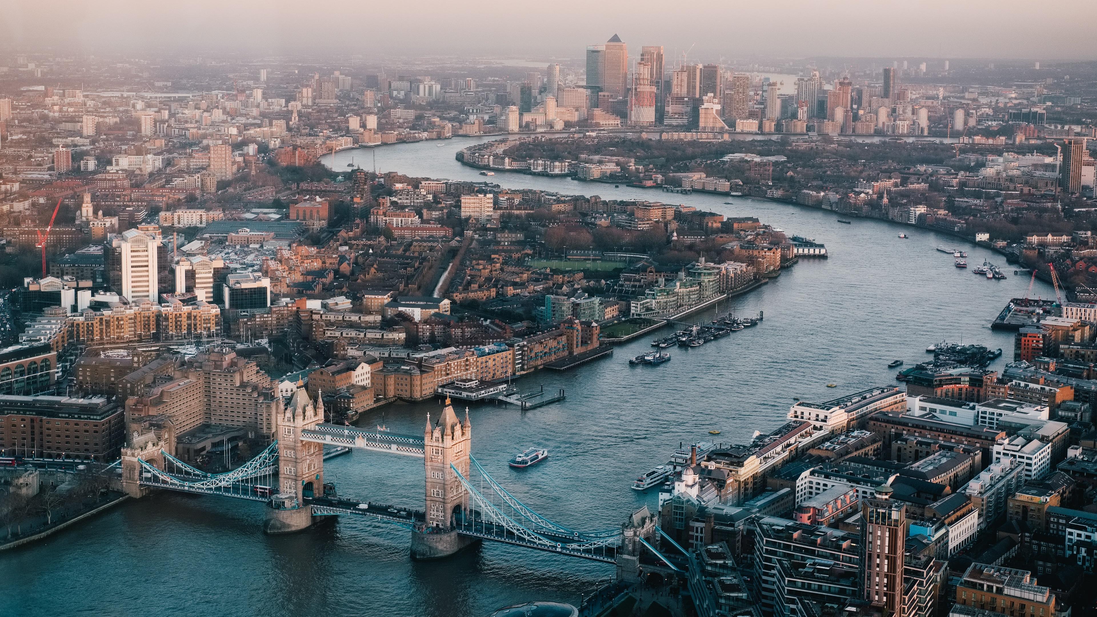London skyline during daytime wallpaper