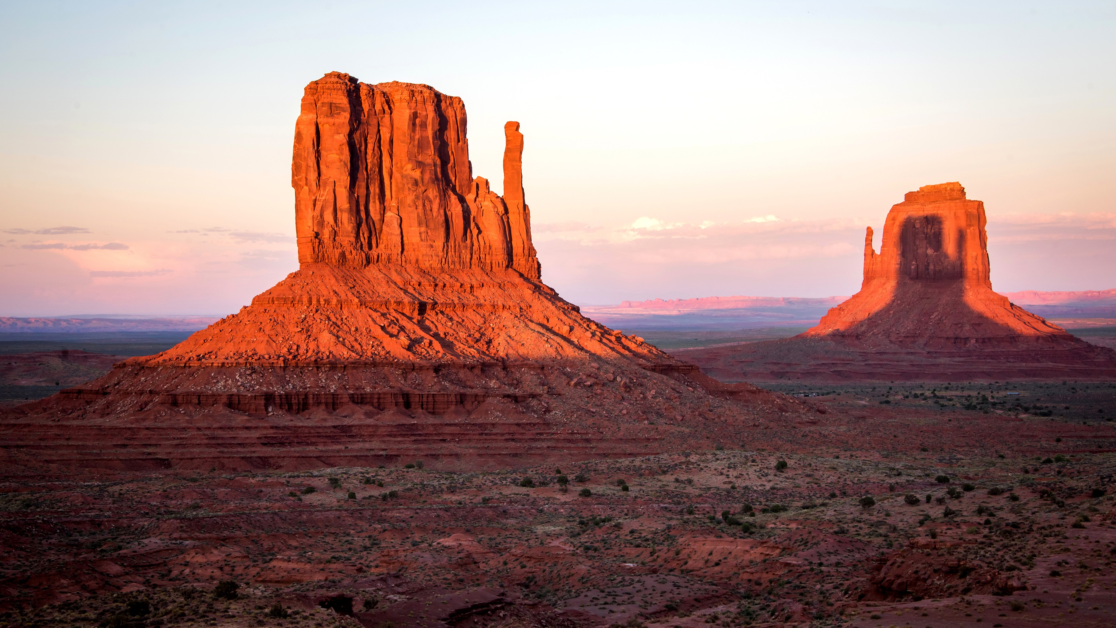 West and East Mitten Buttes, Arizona wallpaper