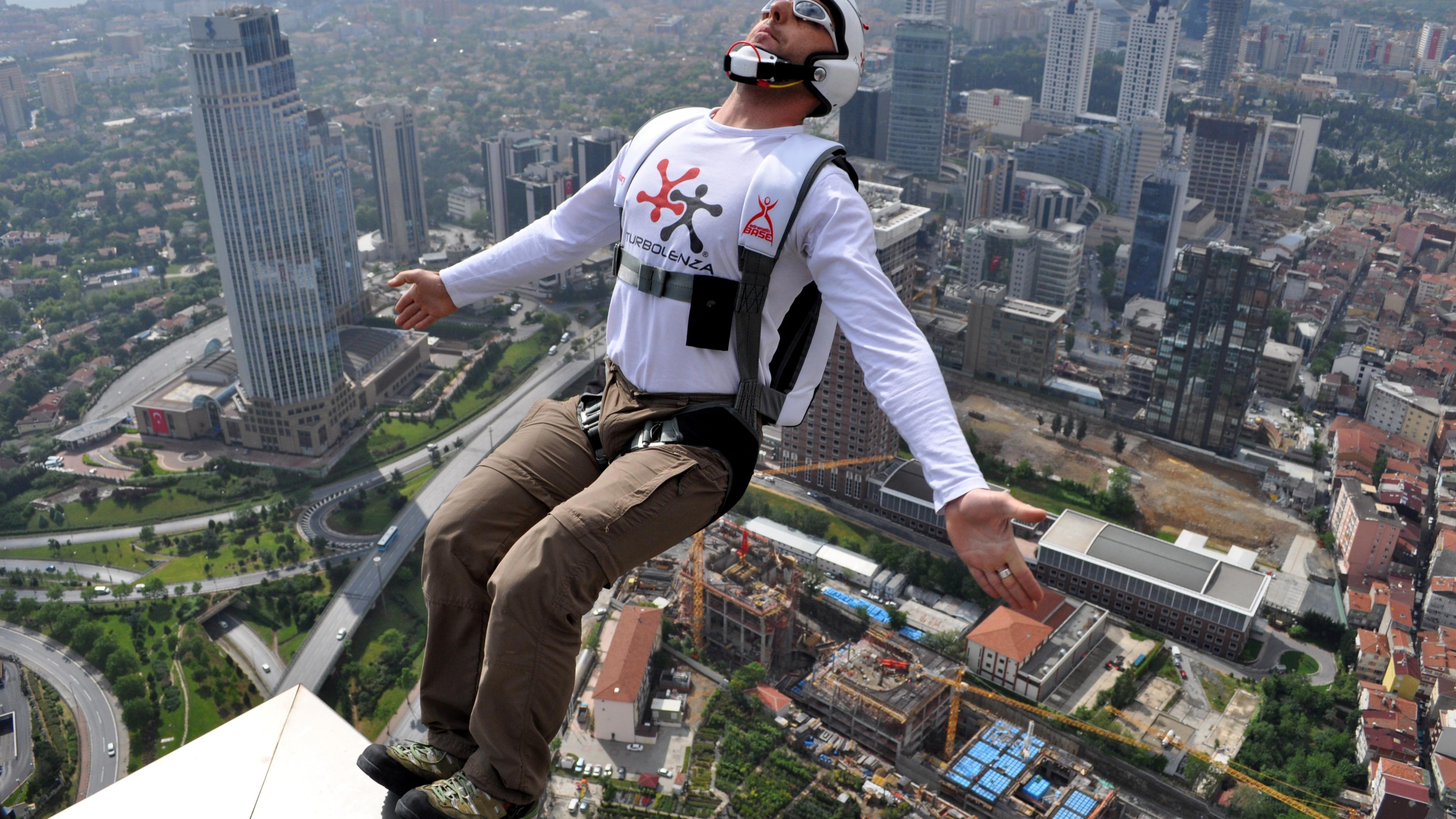 BASE Jumping from Sapphire Tower in Istanbul wallpaper