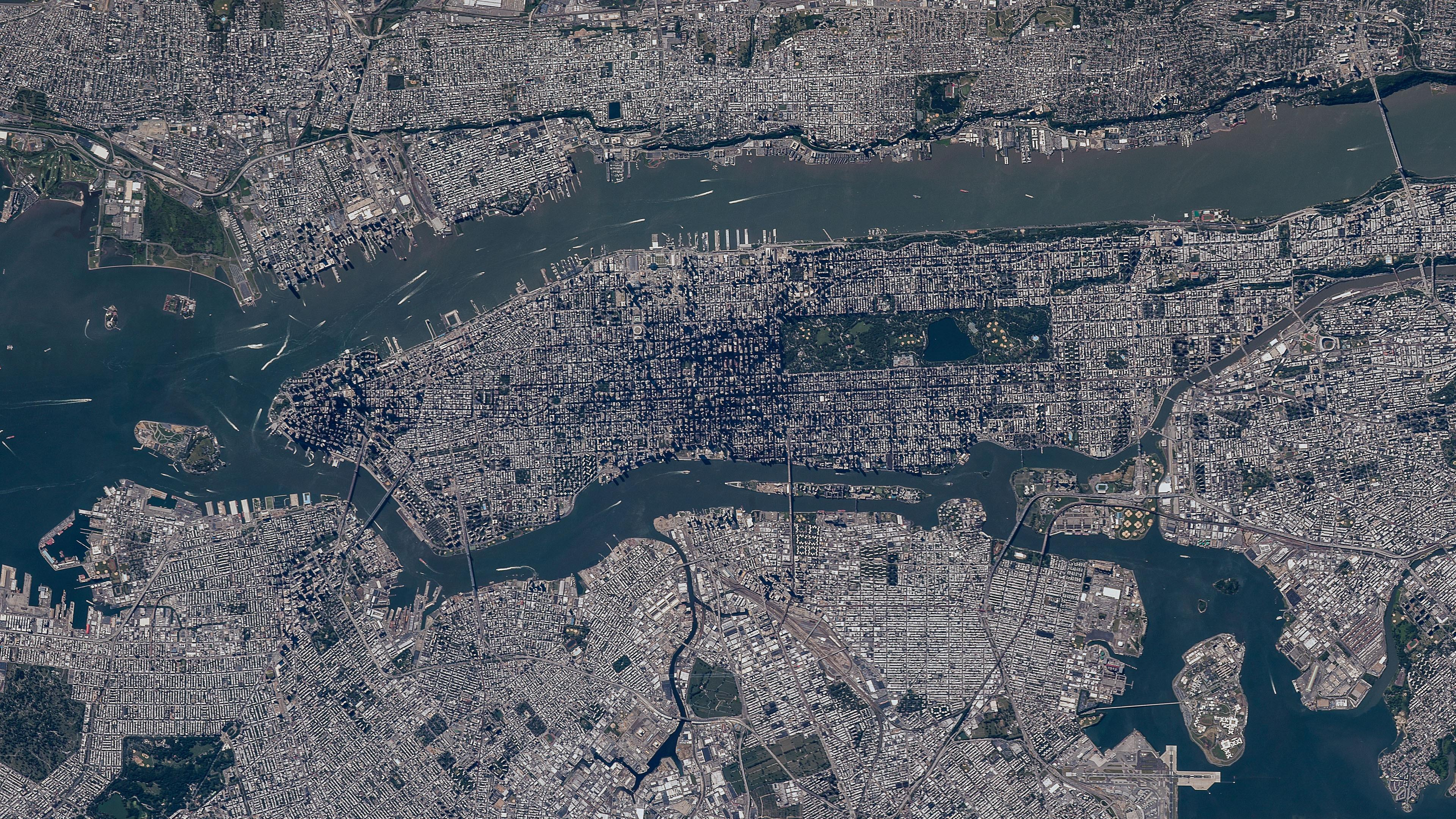 Satellite View of Manhattan, Brooklyn, Queens, The Bronx & Jersey City wallpaper