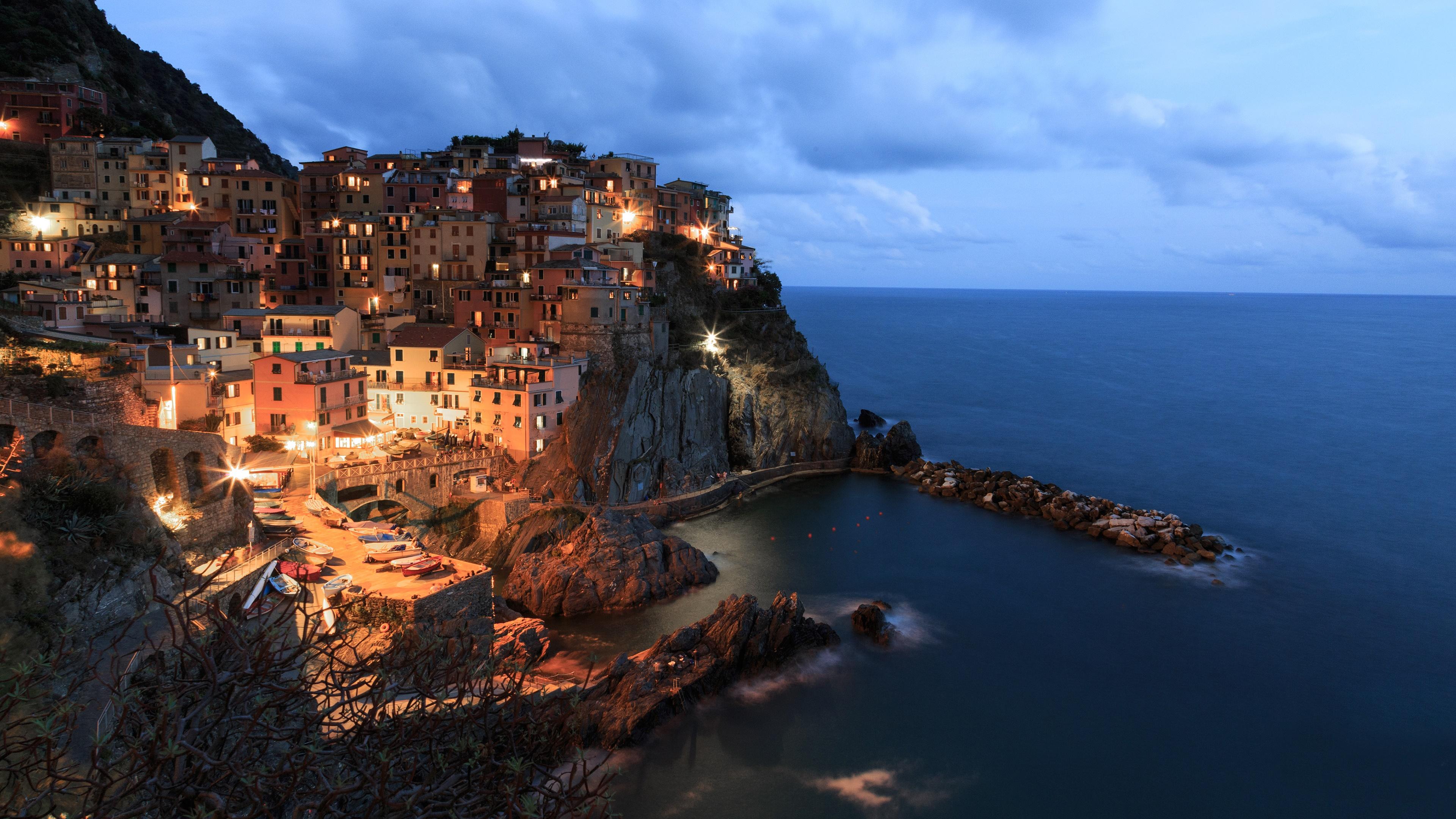 Manarola and the Ligurian Sea wallpaper