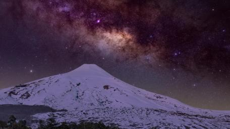 Milkyway over the Stratovolcano wallpaper