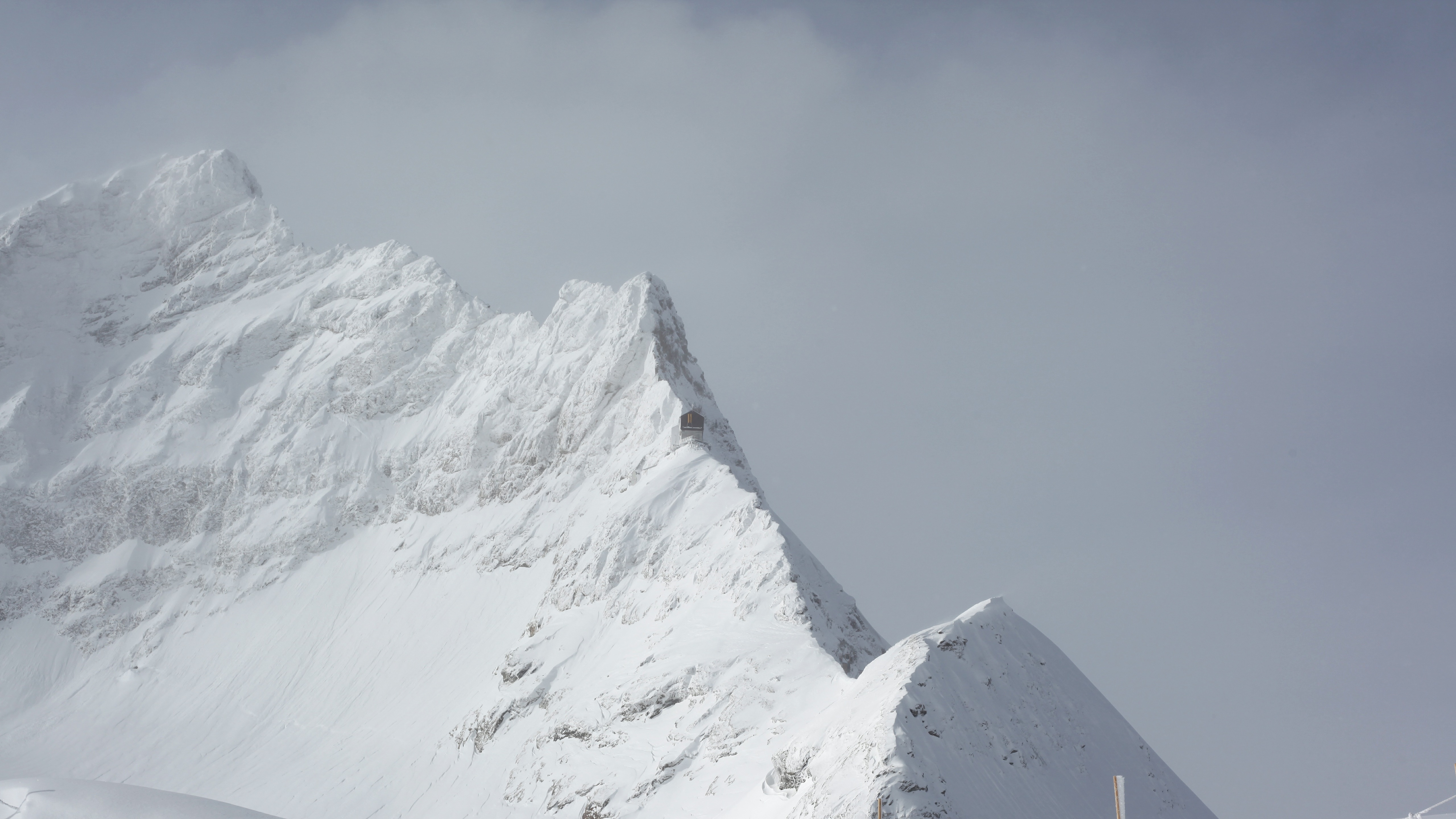 Hut on the ridge wallpaper