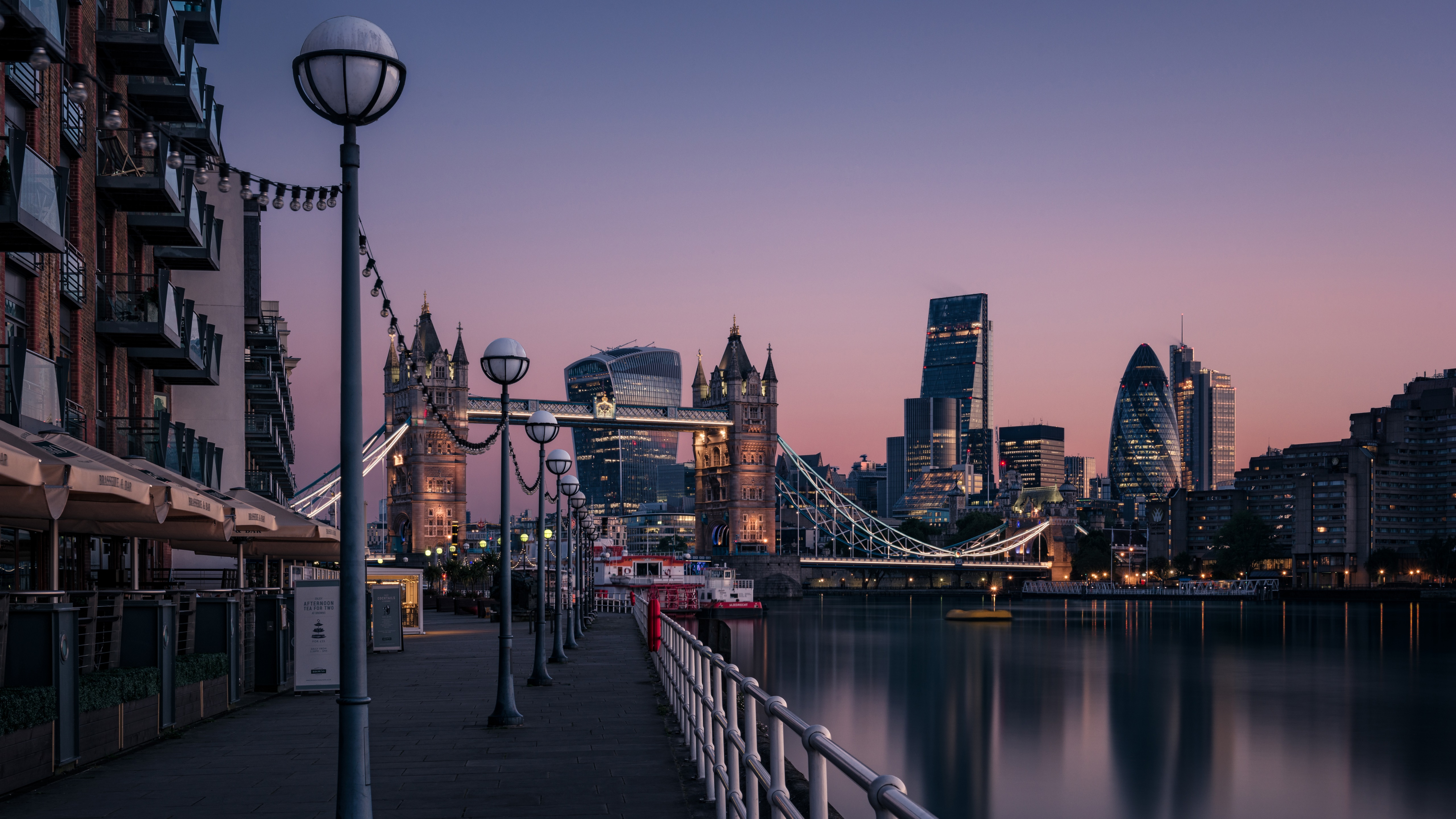 Riverside of the Thames (London, England) wallpaper