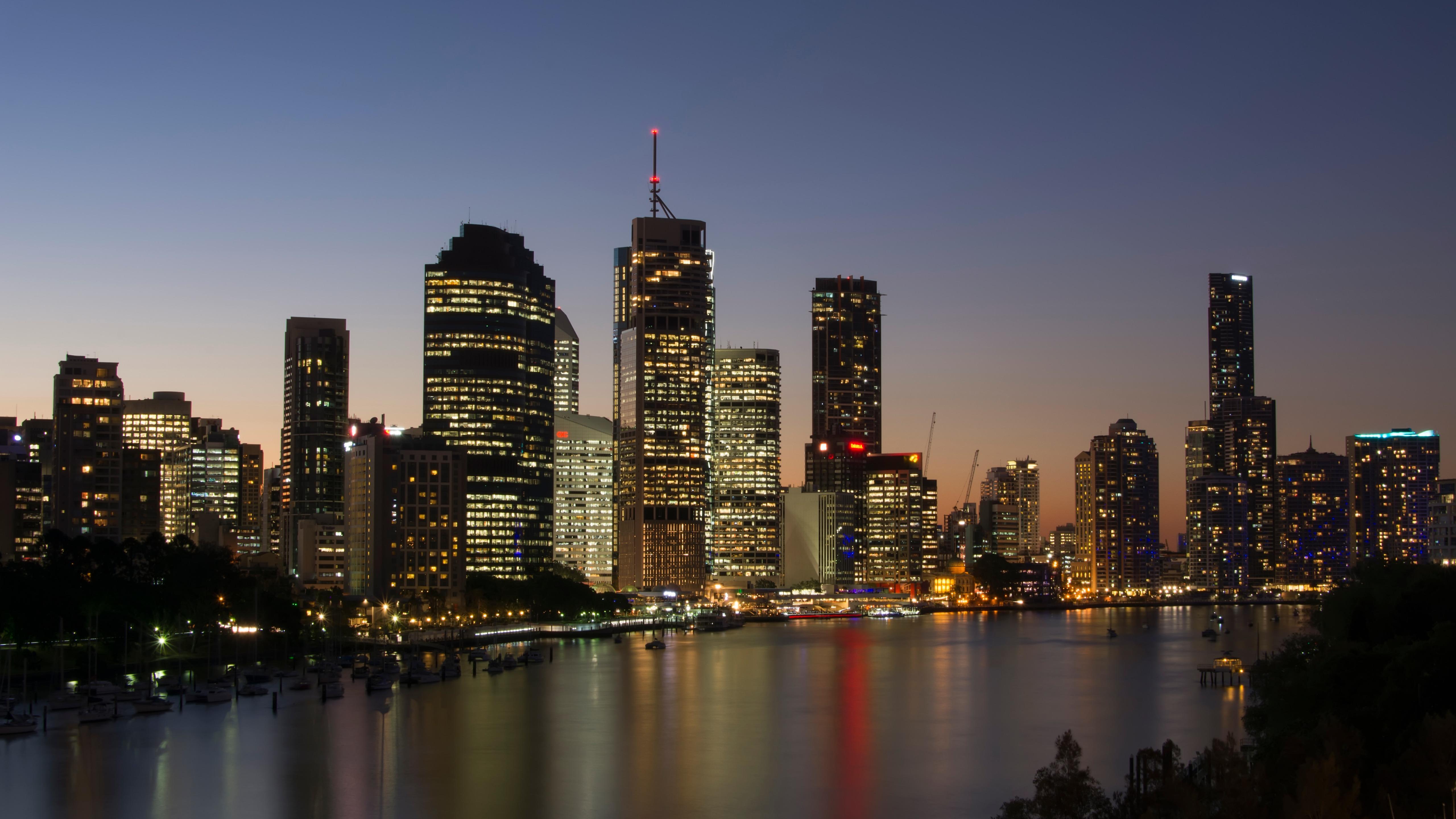 Brisbane Skyline At Dusk wallpaper