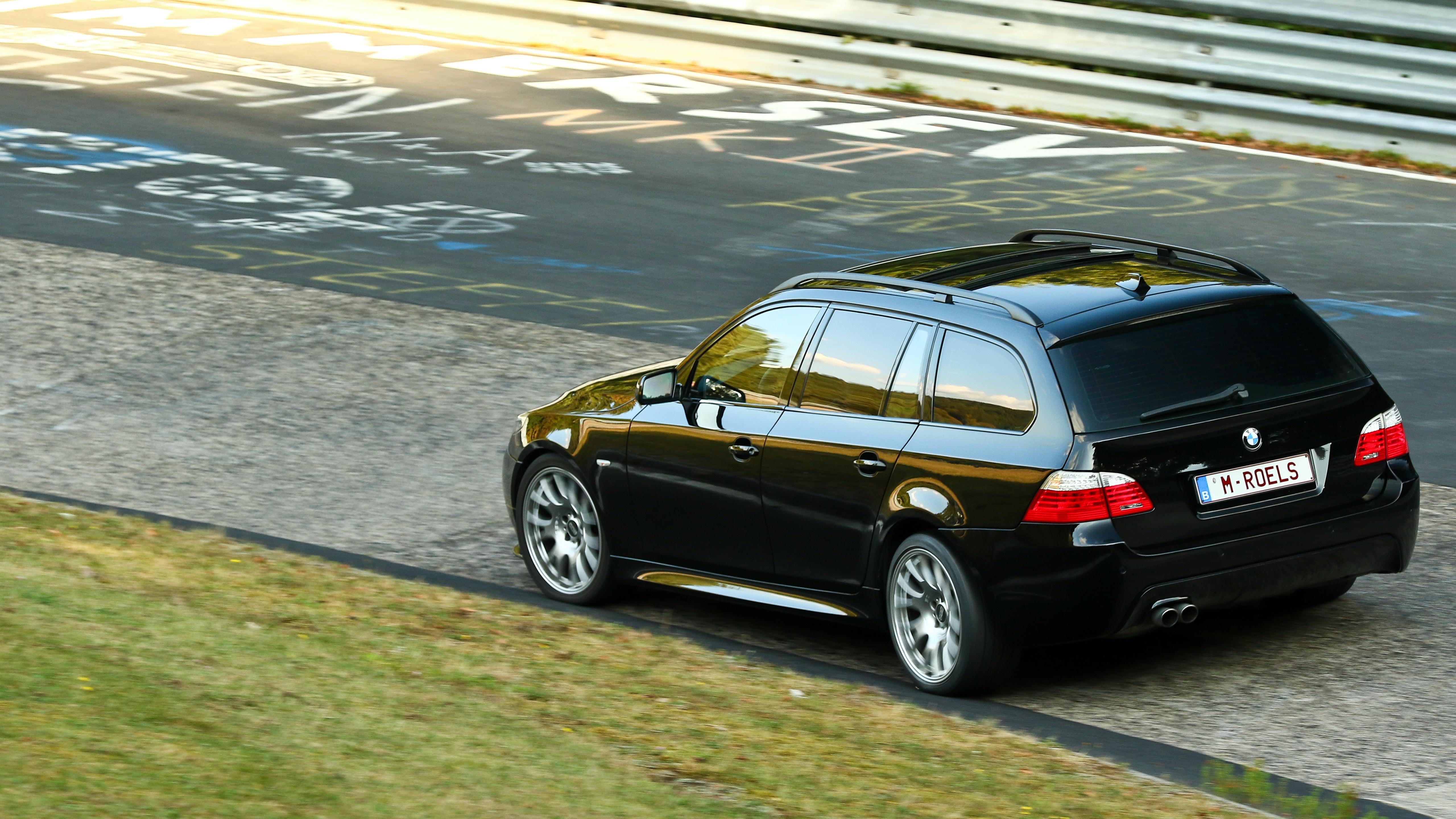 BMW 535d Touring am Nordschleife wallpaper