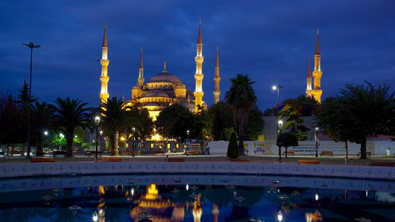 Sultan Ahmed Mosque - Istanbul, Turkey wallpaper