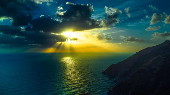 Sun rays over the sea wallpaper