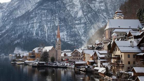 Hallstatt at winter wallpaper