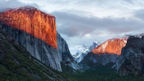 El Capitan in the sunlight wallpaper