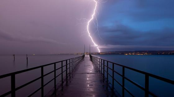 Lightning over the pier wallpaper