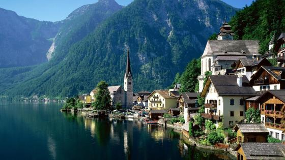 Wonderful mountain village - Hallstatt, Austria wallpaper