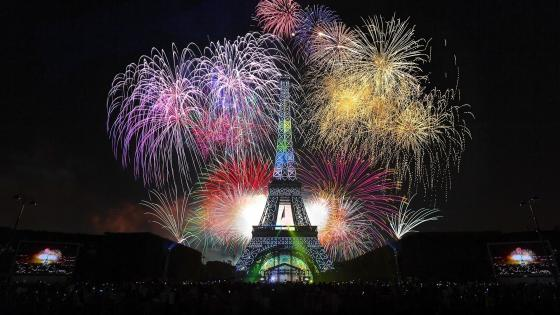 Eiffel Tower fireworks wallpaper
