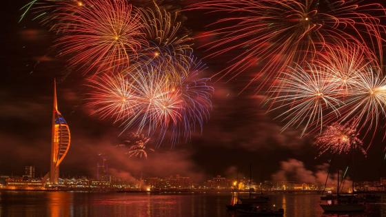 New Year's Eve fireworks in  Portsmouth (United Kingdom) wallpaper
