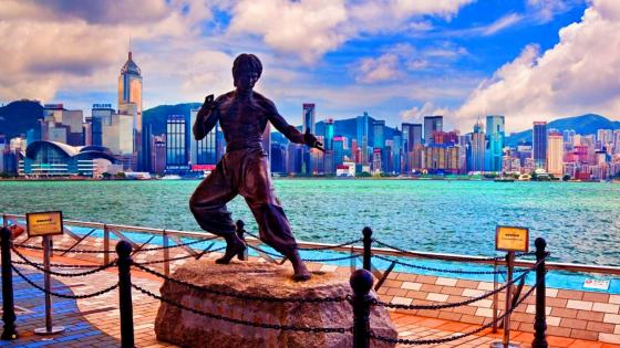 Bruce Lee statue in Hong Kong wallpaper