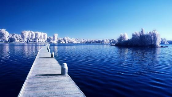 Frosty pier wallpaper