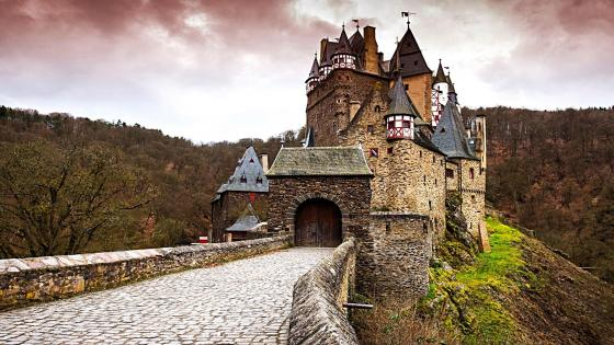 Eltz Castle wallpaper