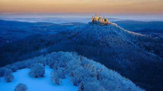 Hohenzollern Castle in winter (Germany) wallpaper