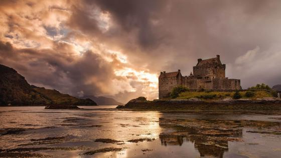 Eilean Donan Castle (Dornie, Scotland) wallpaper