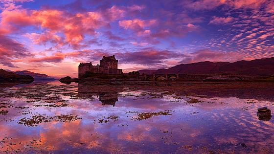 Eilean Donan Castle reflection wallpaper